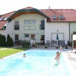 Innenhof mit Pool